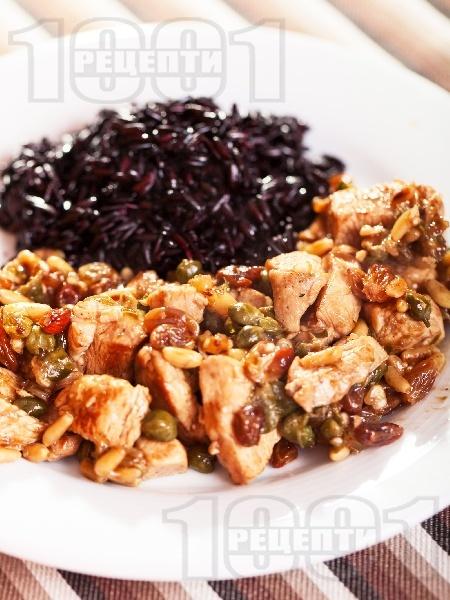 Пуешко месо със стафиди, каперси и кедрови ядки - снимка на рецептата